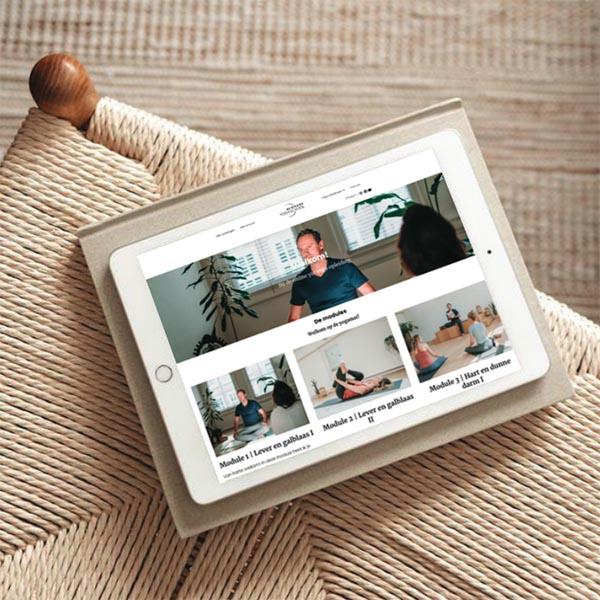 Online yoga opleiding